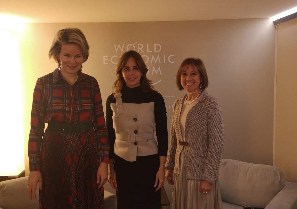 Reunión de la Primera Dama Silvana López de Abdo con la Reina Matilde de Bélgica, quien también trabaja para lograr el bienestar de niños y mujeres a través de la educación, salud y empoderamiento económico.