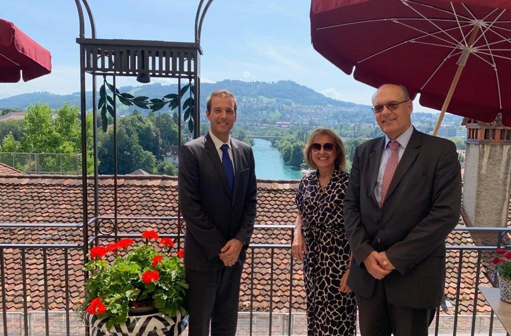 Reunión con el Cónsul Honorario de Suiza en el Paraguay, Sr. Santiago Llano y el Embajador Martin Strub, concurrente con Paraguay.
